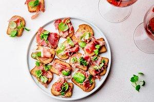 Mini open sandwiches with jamon