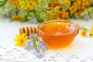 Flower honey in glass bowl