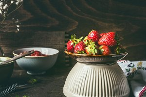 Bowl with strawberries, rustic