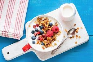 Yogurt, granola, berries