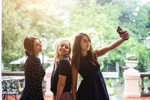 Three girls make selfies