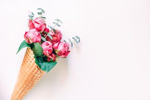 waffle cone with pink roses