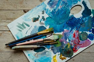 Artist paint brushes on the wooden