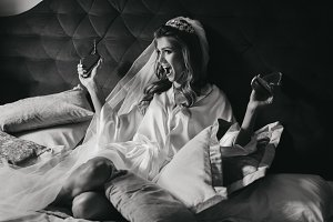 Funny bride plays with her sparkling