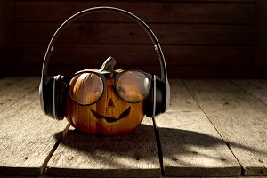 jack o lantern with headphones