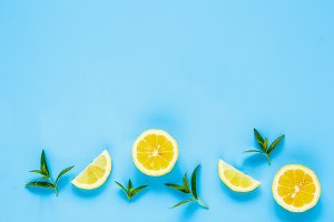 Lemon slices and mint