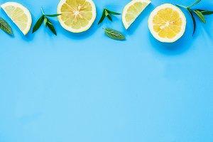 Lemon slices and mint