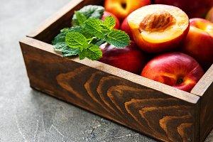 Box with nectarines