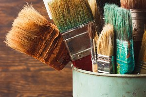Different brushes in the bucket