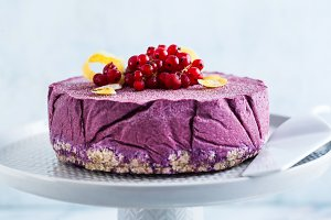 raw vegan cake from cashew nuts and