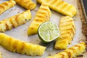Grilled pineapple with lime on tray