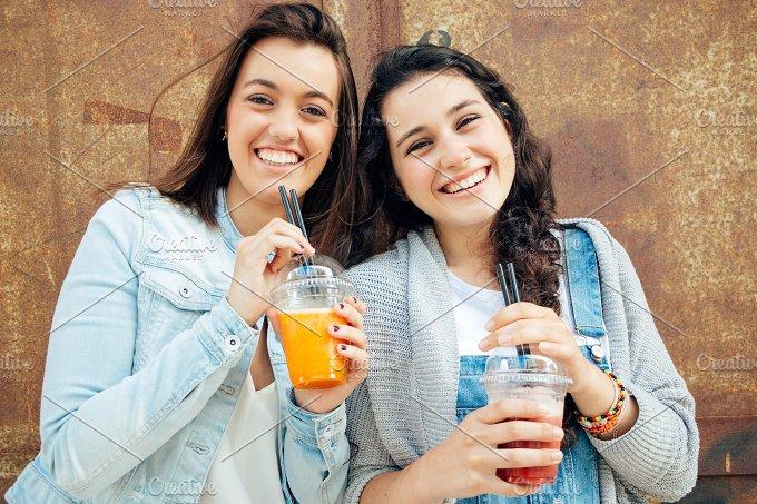 Smoothie girl friends.jpg - Food & Drink