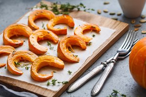 Baked pumpkin slices with thyme