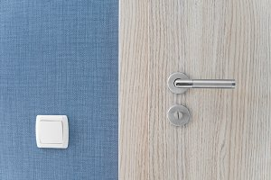 Door handle and inner lock on a