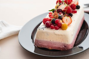 Vanilla and berries ice cream loaf