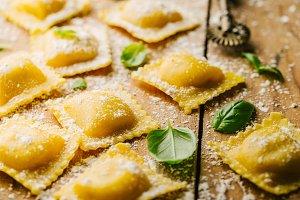 Raw ravioli with basil and flour
