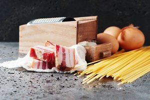 Ingredients for making pasta carbona