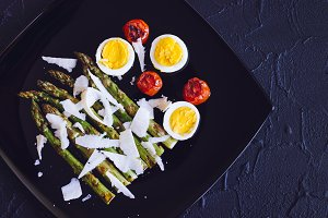 Salad with asparagus and eggs