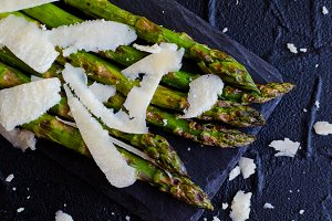 Green asparagus with parmesan cheese