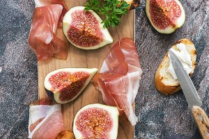 Top view of appetizer with ham, fig,