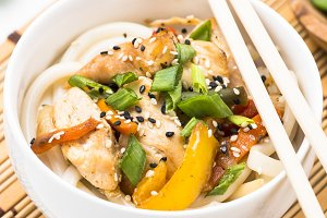 Udon stir-fry noodles with chicken.