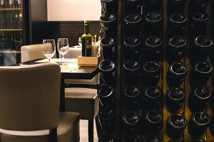 Free table in an Italian restaurant