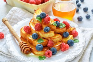 French toast with honey and berries