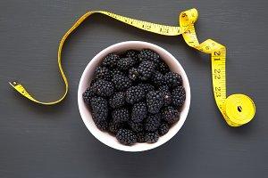 Blackberries in pink bowl