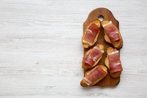 Crostini with serrano ham