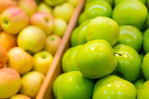 Bunch of green and yellow apples in