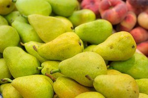 Fresh pears in the supermarket shall