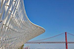 Landmark 25 of April bridge