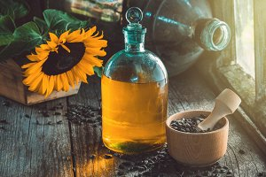 Bottle of sunflower oil and seeds.