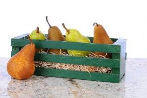 Bosc and Bartlett Pears in Wood Crat