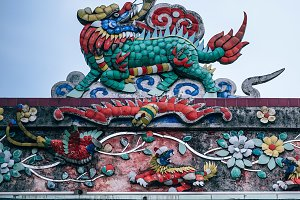 Beautiful Dragon Statue on Rooftop o