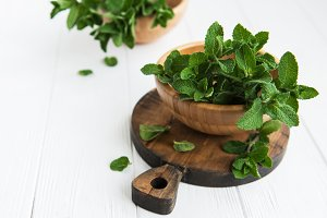 Fresh mint in a bowl
