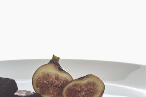 Chocolate cake with figs decorated