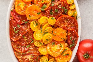 Tomato vegetarian pie with chickpeas