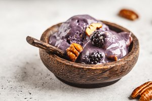 Vegan blackberry ice cream