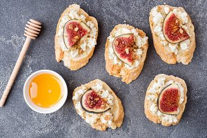 Snacks bruschetta with cottage chees