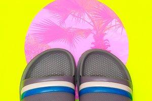 Flip flops. Beach vibes. Minimal fla