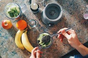 Making a healthy vegan smoothie