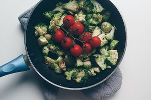 Stir frying vegetables at home