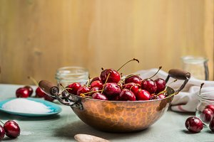 Preparing of sweet cherry preserve