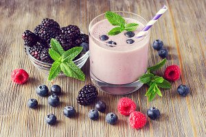 Milk shake smoothie with berries