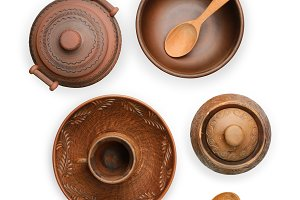 Pottery (pot, plate, cup) isolated o