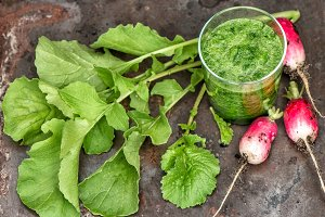 Smoothy of radish leaves and roots