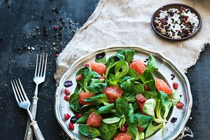 Spring salad with grapefruit