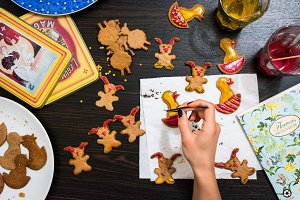 Decorating Easter gingerbread cookie
