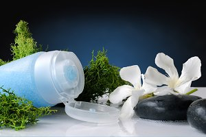 Exfoliating gel with green seaweed